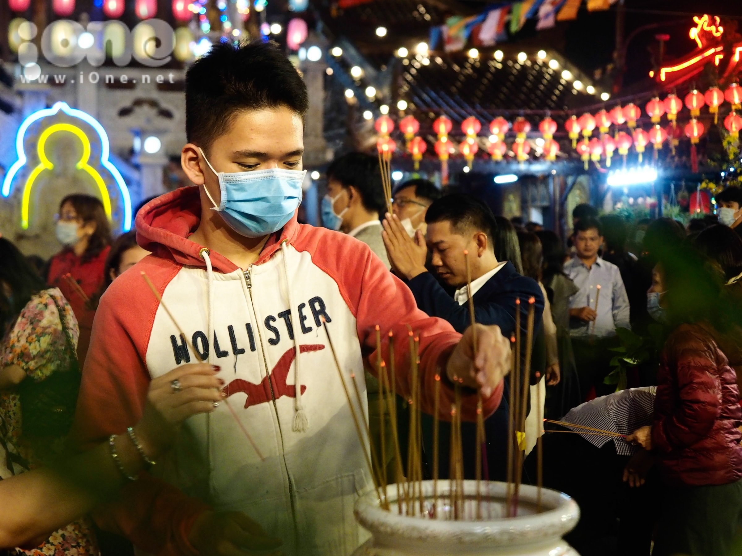Người Đà Nẵng đi chùa cầu an sau đêm giao thừa - 14