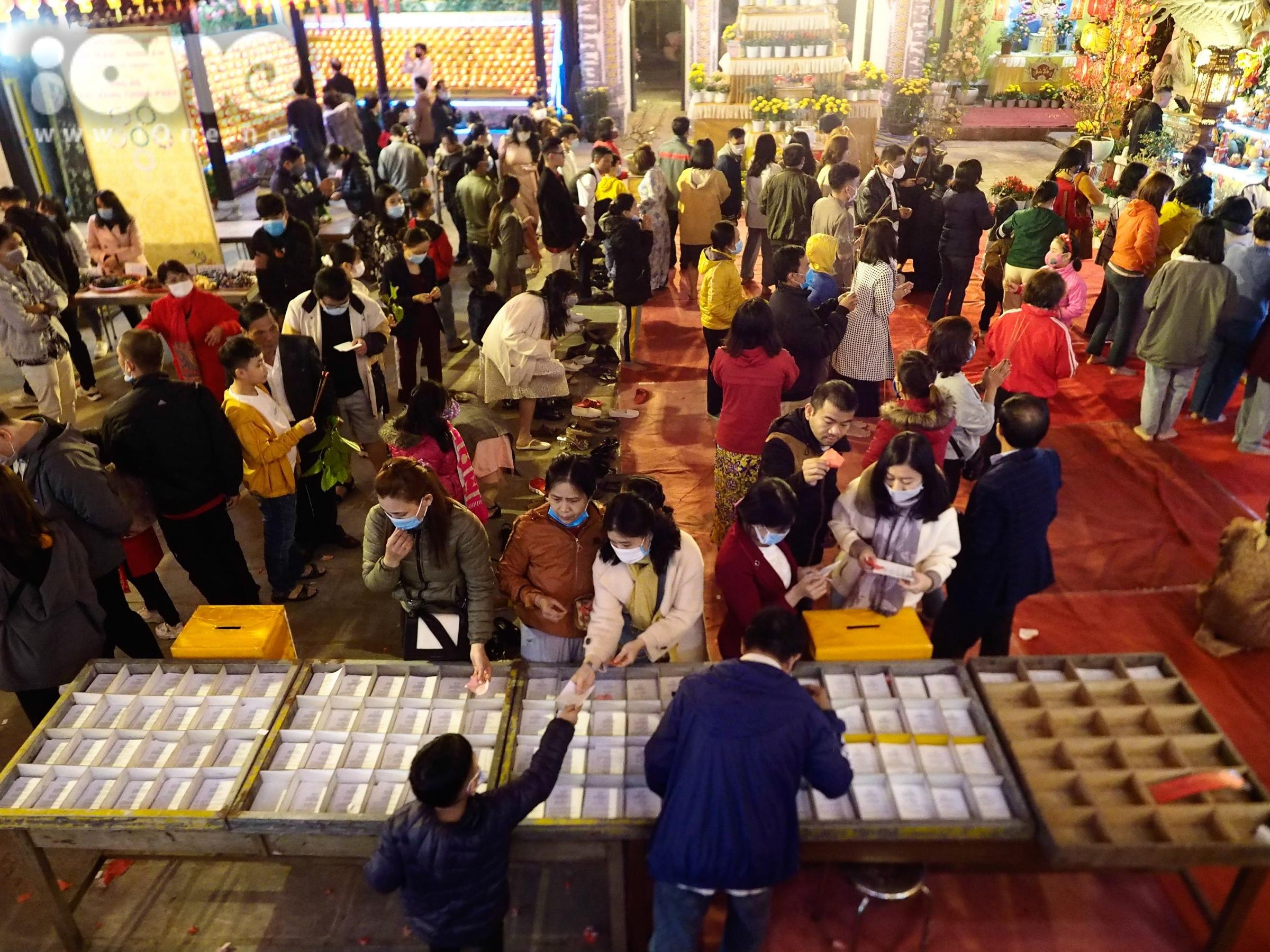 Người Đà Nẵng đi chùa cầu an sau đêm giao thừa - 18