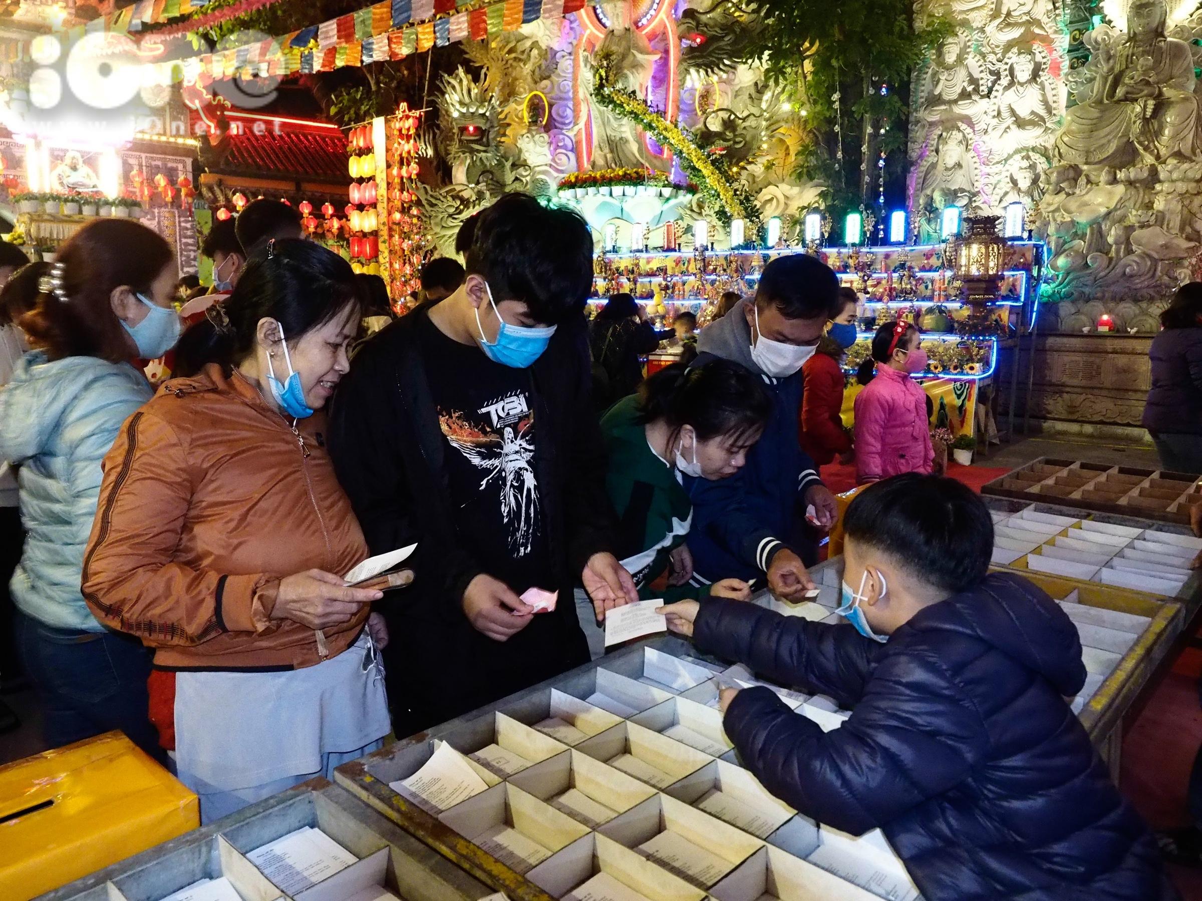 Dịp Tết Âm lịch Tân Sửu 2021, nhiều hoạt động văn hóa, văn nghệ, du lịch dự kiến được tổ chức tại thành phố Đà Nẵng phải tạm dừng do ảnh hưởng của dịch bệnh. Các khu du lịch, khách sạn, resort hoạt động với mức độ phòng chống dịch được nâng cao.