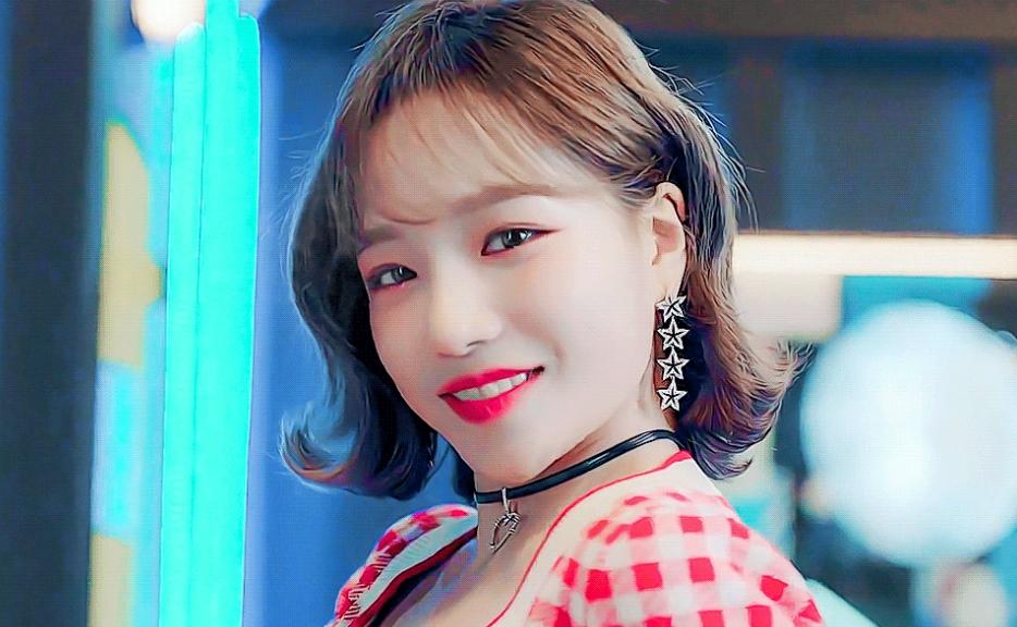 Sakura - Min Joo - Won Young so kè visual cực phẩm trong video quảng cáo - 14