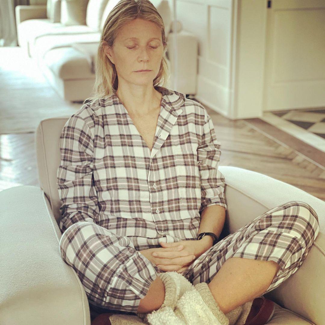 Là diễn viên kiêm chuyên gia về lối sống, Gwyneth Paltrow áp dụng những biện pháp lành mạnh kết hợp uống thực phẩm chức năng để cơ thể phục hồi.