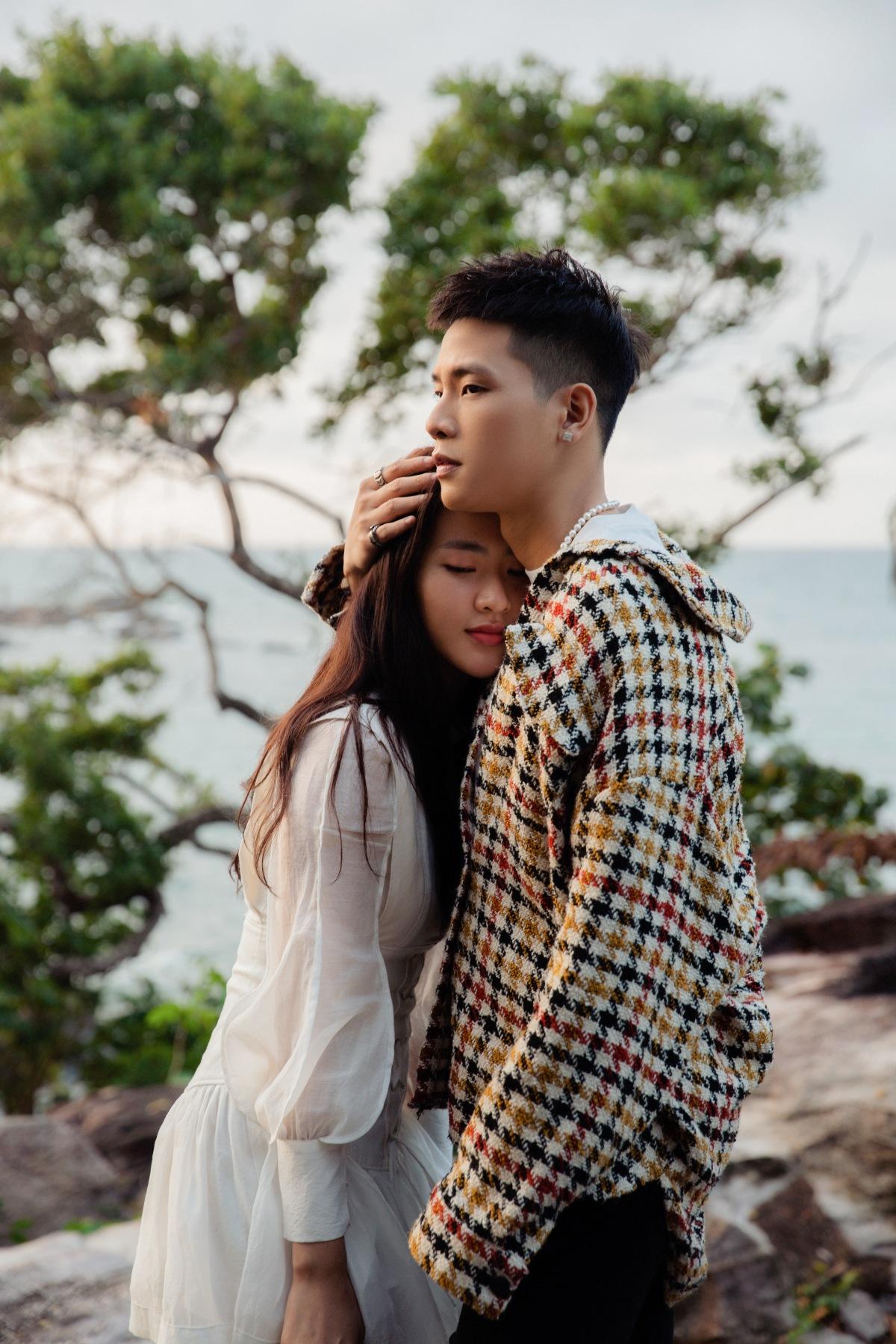 Quân A.P và Minh Trang ngọt ngào trong MV.