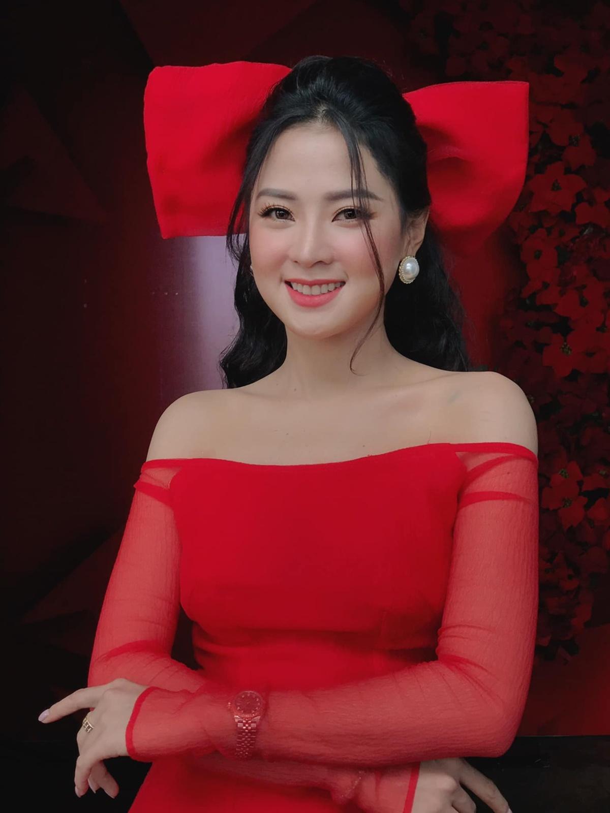 Trước khi yêu Thiên Hương, Minh Luân từng yêu Hồ Bích Trâm, Ninh Dương Lan Ngọc, Dương Cẩm Lynh. Ngoài công việc diễn viên, anh hợp tác với NSND Hồng Vân, mở sân khấu kịch Chợ Lớn.