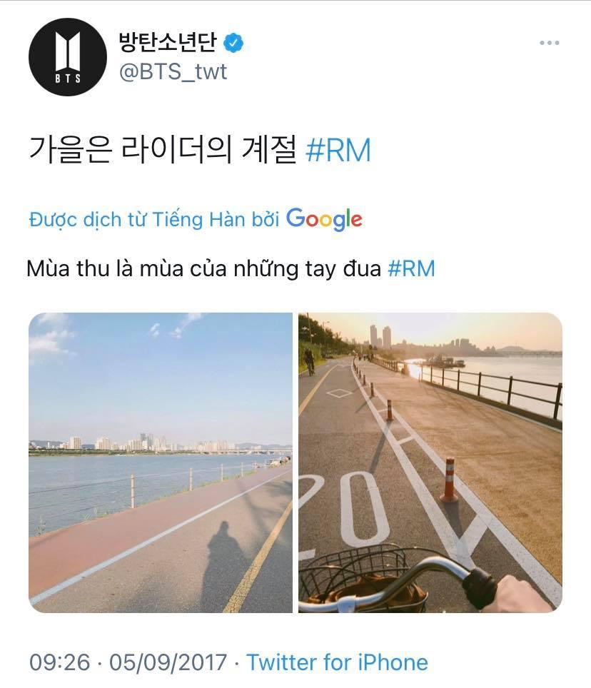 RM (BTS) khoe ảnh đạp xe bên bờ sông với fan và viết mùa thu là mùa của những tay lái xe đạp nhưng Twitter hiểu thế nào lại thành mùa của những tay đua. Fan BTS