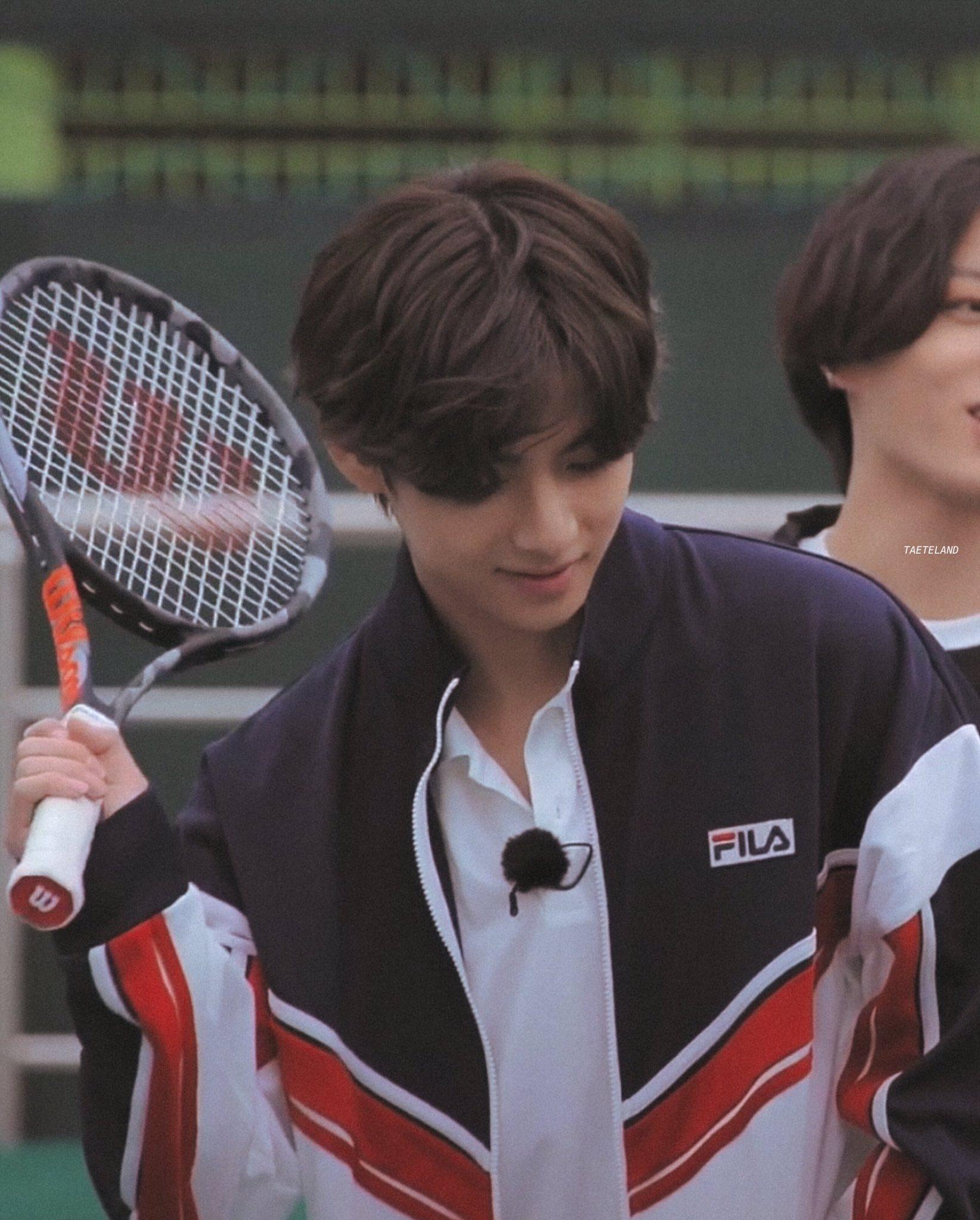 V (BTS) gây bão khi đánh tennis ngầu như nam chính phim thanh xuân vườn trường - 6