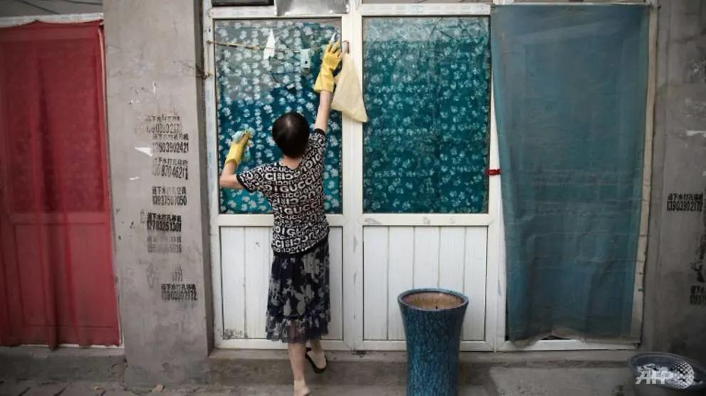 Luật mới của Trung Quốc cho phép vợ/chồng có quyền đòi bồi thường nếu phải gánh trách nhiệm nhiều hơn trong thời gian chung sống. Ảnh: AFP.