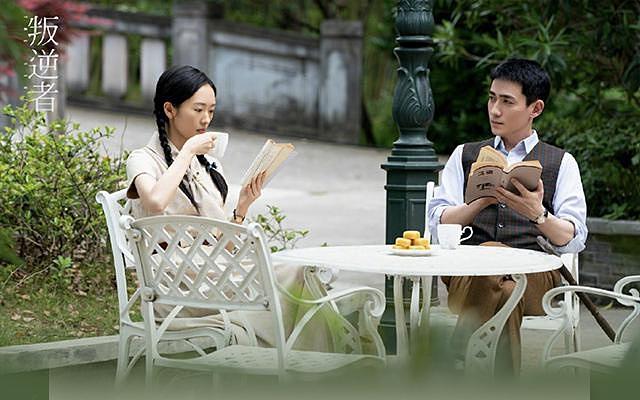Kẻ phản nghịch thuộc thể loại chính kịch hành động có sự tham gia của 2 diễn viên thực lực Chu Nhất Long và Đồng Dao. Phim kể về Lâm Nam Sênh (Chu Nhất Long) và Chu Di Trinh (Đồng Dao) dưới bối cảnh Trung Quốc những năm sau cách mạng. Sự xuất hiện của Chu Nhất Long và Đồng Dao hứa hẹn sẽ mang đến cho khán giả một bộ phim đạt chất lượng cả về phần hình ảnh và diễn xuất. Kẻ phản nghịch được quay từ giữa năm 2020 và sẽ ra mắt trong tháng 3 này.