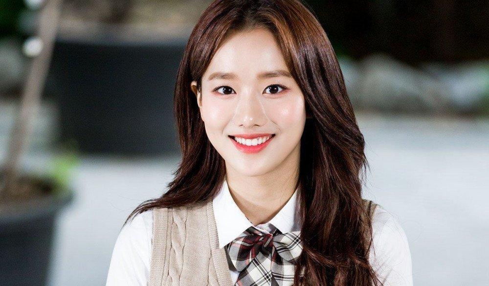 Na Eun đang bị tẩy chay ở mọi chương trình vì scandal.