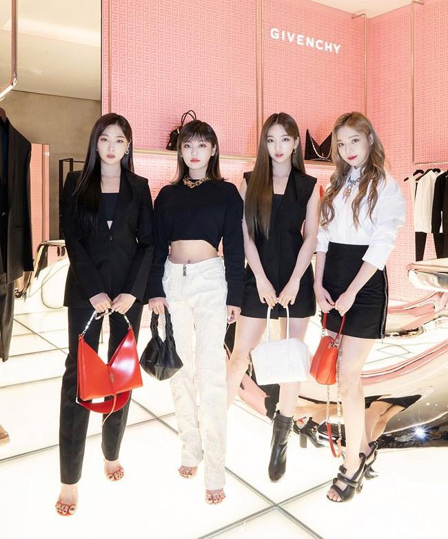 tham quan cửa hàng POP-UP CỦA GIVENCHY - giới thiệu bộ sưu tập Xuân Hè 2021