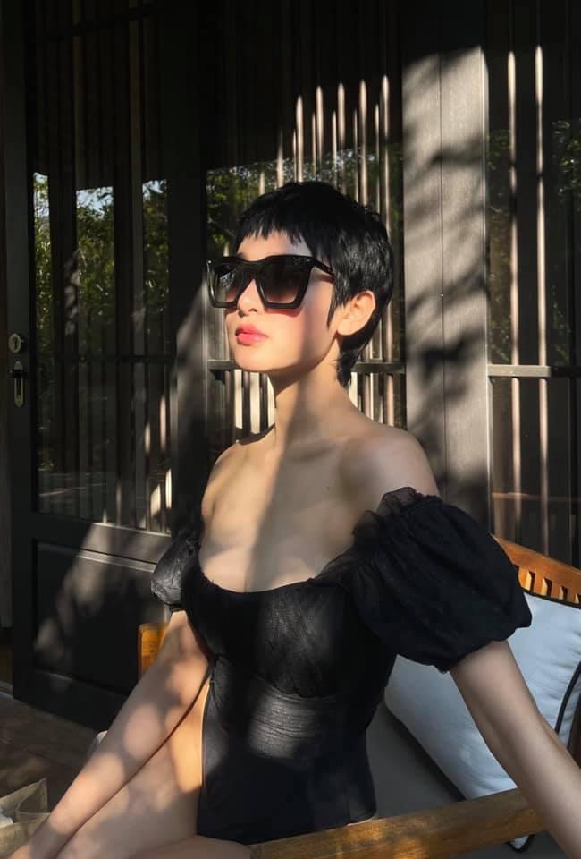 Không cần mặc bikini quá hở bạo, Hiền Hồ vẫn chứng minh được có body vạn người mê.