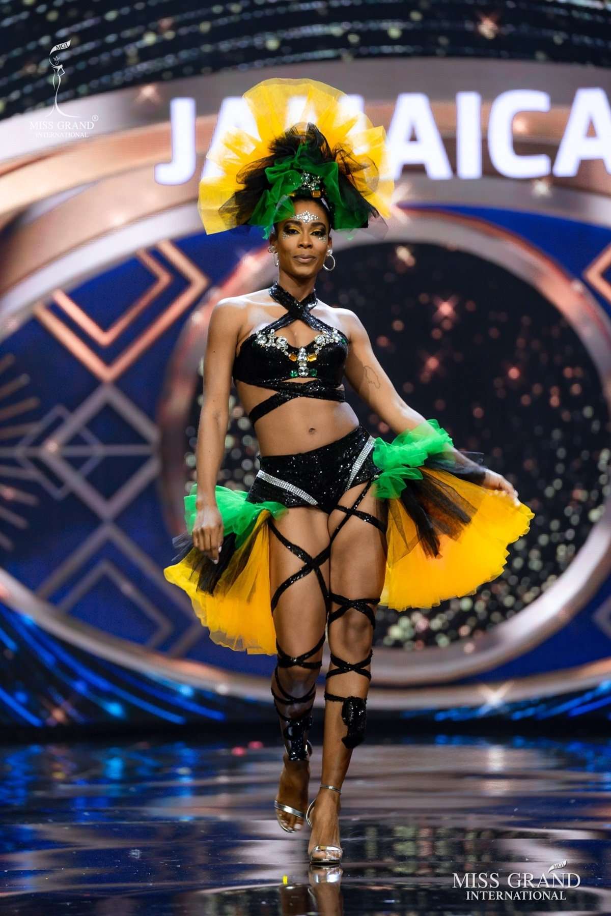 Những thiết kế với kiểu dáng độc đáo, sexy được các người đẹp Latin ưa chuộng. Trong hình là đại diện Jamaica.