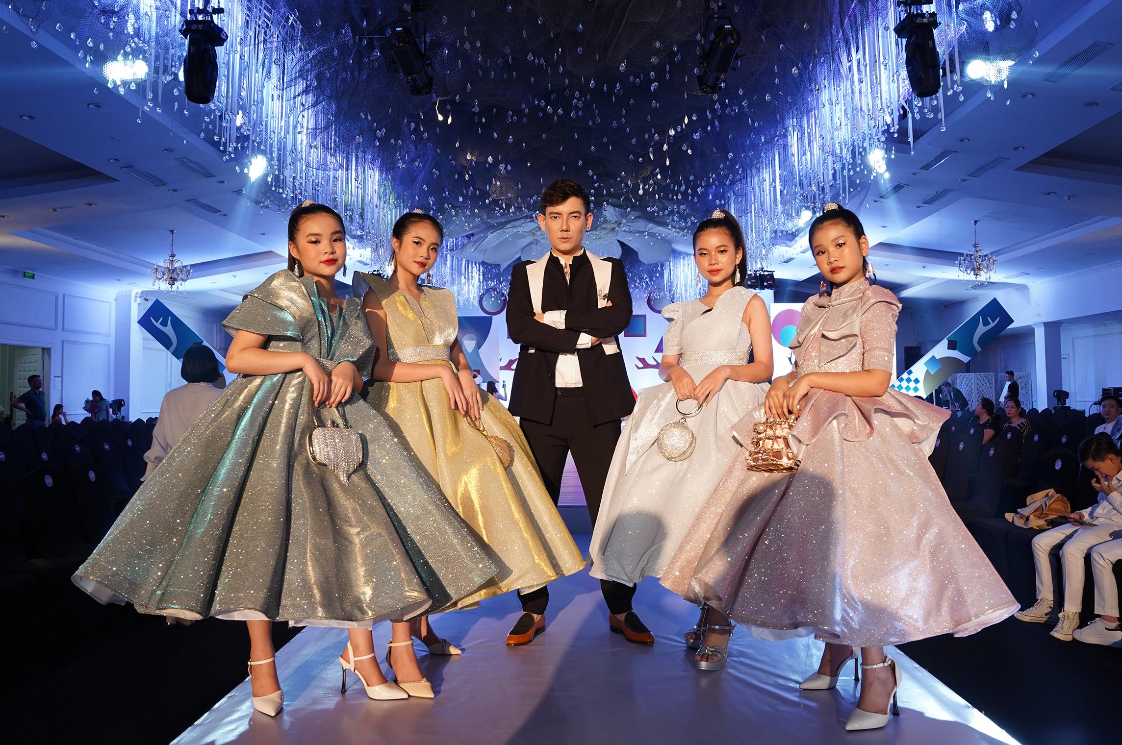 NTK Đắc Ngọc (giữa) cho biết Đại hội Siêu mẫu nhí 2021 là sự kiện lớn đánh dấu 3 năm bước chân vào lĩnh vực thời trang của anh.