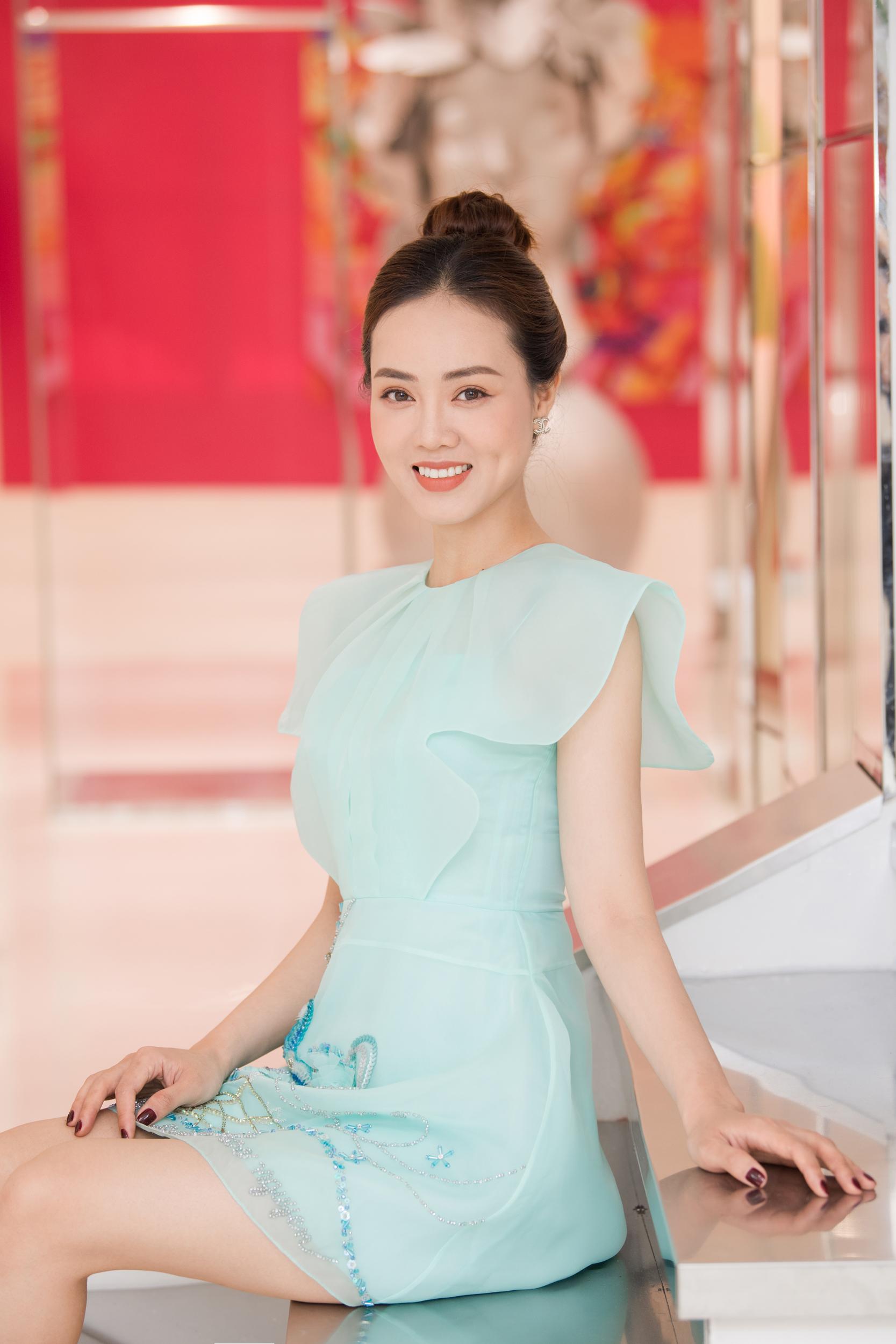 Sau 3 tháng kết hôn với cô Đẩu, Ngọc Hà cho biết cô tăng 2 kg, nhờ thế mà cũng được nhiều người khen nhan sắc thăng hạng.