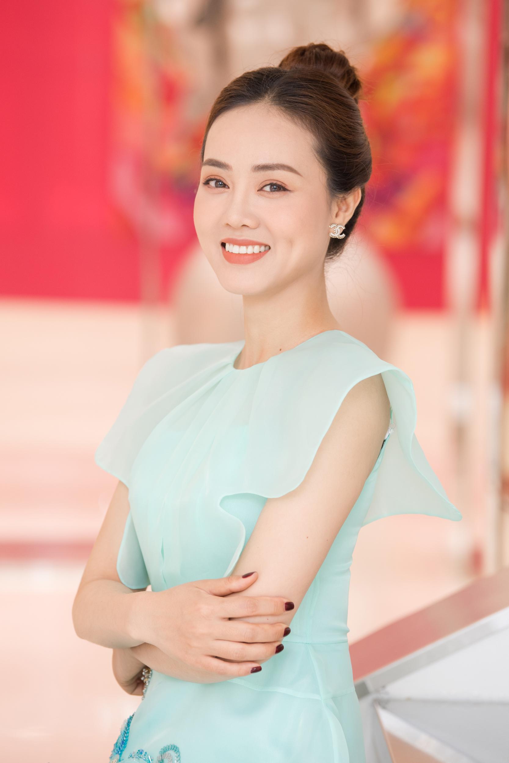 Vốn có phong cách thời trang chỉn chu, Ngọc Hà được nhiều nhà thiết kế yêu thích. Cô thường xuyên được mời chụp hình cho các bộ sưu tập.