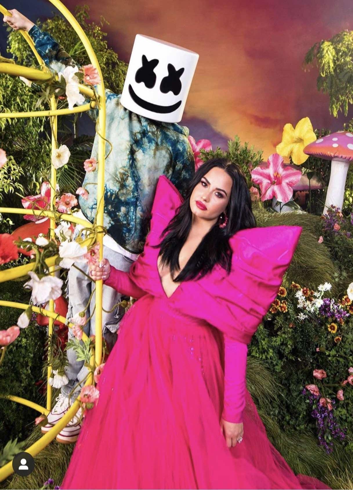 Demi Lovato và chiếc đầm Made by CONG TRI trong bản hit OK not to be OK.