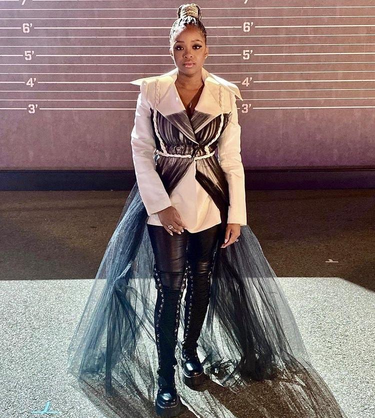 Tamika Mallory trong trang phục của NTK Công Trí kết hợp cùng phần trình diễn của rapper Lil Baby tại Grammy Awards 2021.