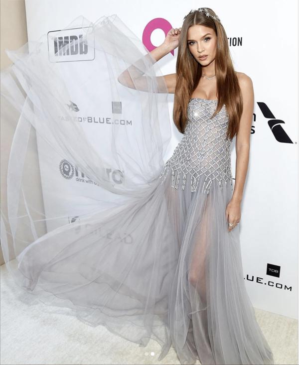 Thiên thần Victoria's Secret Josephine Skriver cũng diện trang phục CONG TRI tại Oscar 2019.