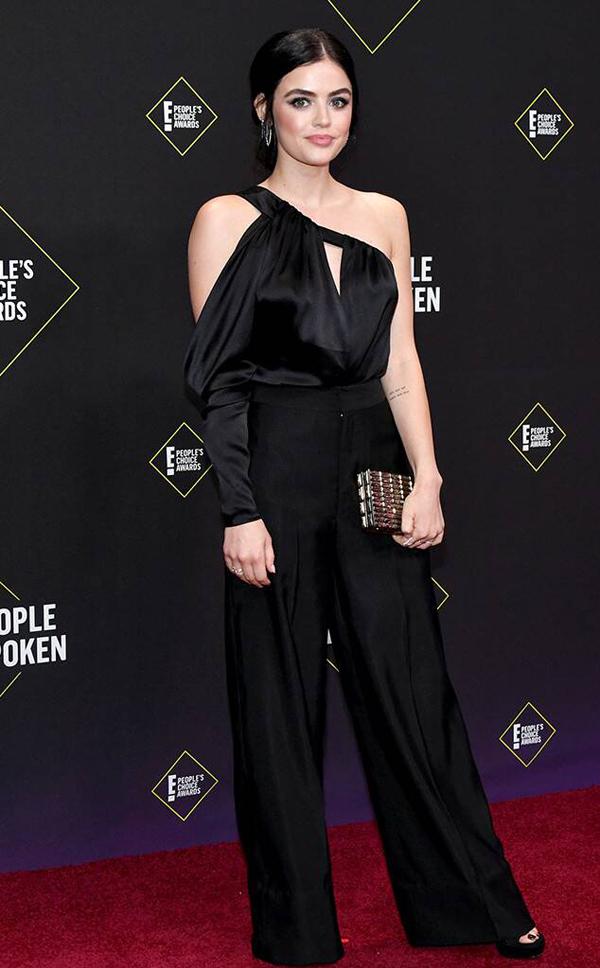 Diễn viên, ca sĩ Lucy Hale nổi tiếng trong TV serie Pretty Little Liars diện trang phục jumpsuit của CONG TRI tại People's Choice Awards 2019.