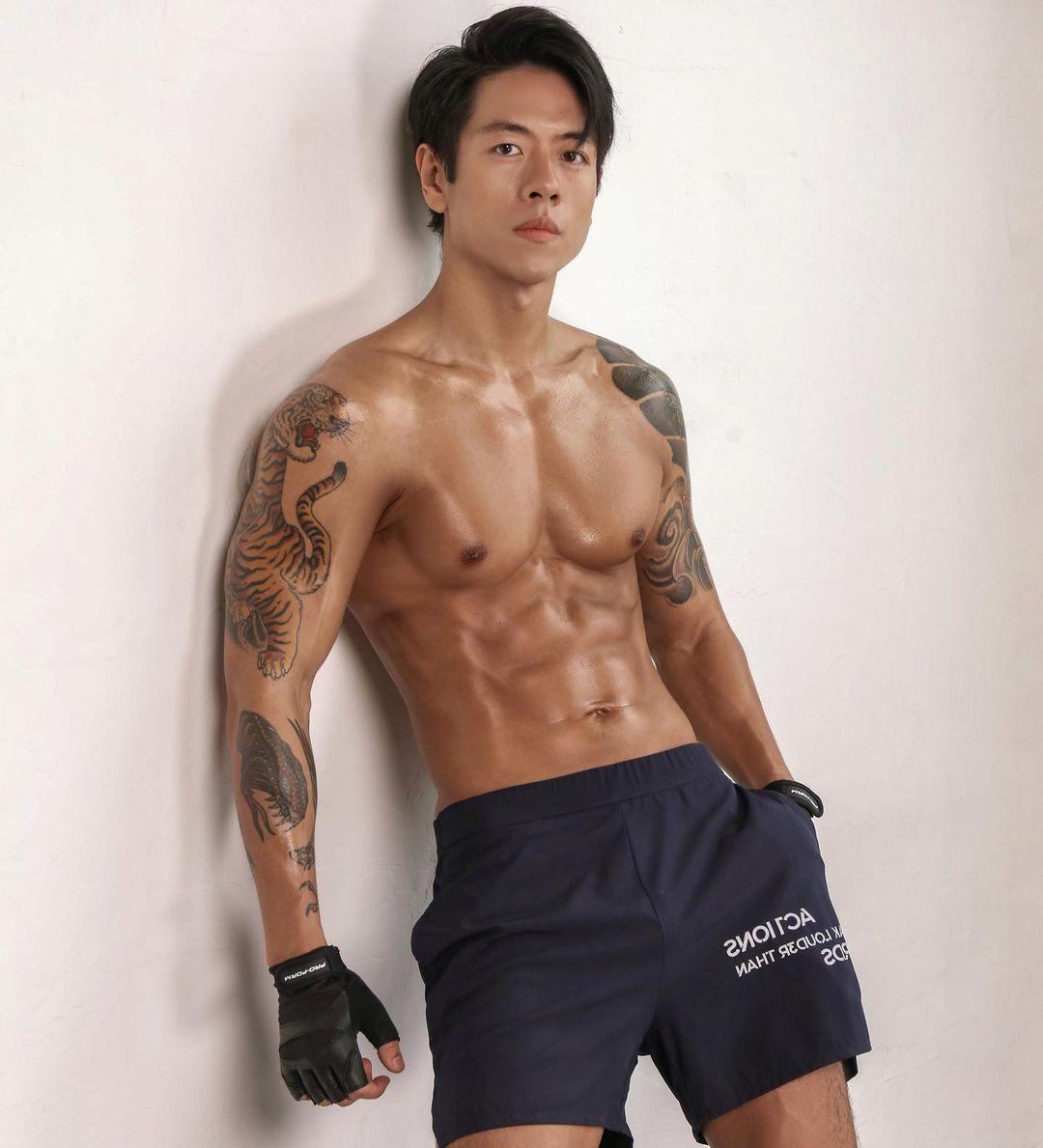 Sau 3 năm nỗ lực ăn kiêng, kiểm soát calories và tập luyện, giờ Michael Trương đã có thân hình lý tưởng.