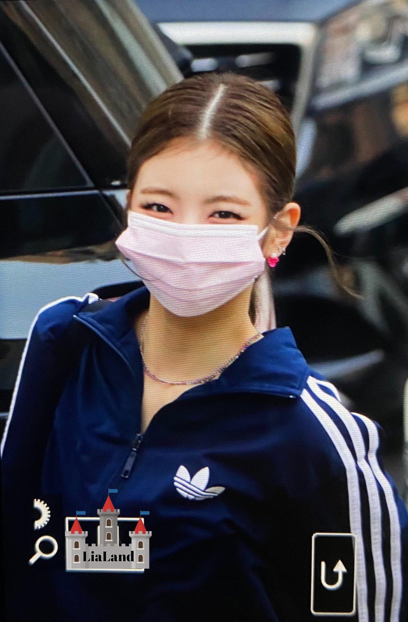 ITZY đi làm: Ryu Jin đỉnh của chóp, Yuna lại bị chê style bà bầu - 6