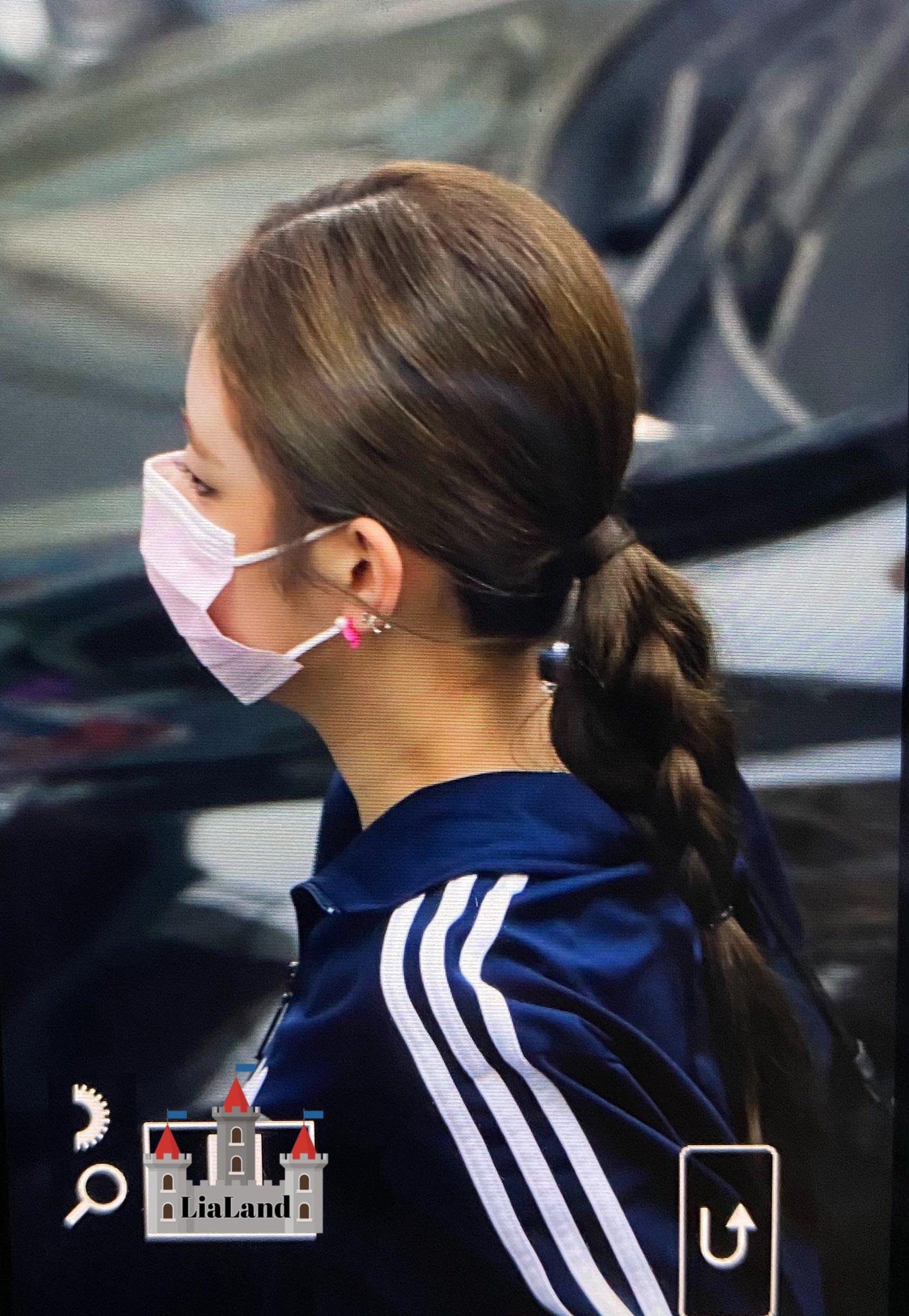 ITZY đi làm: Ryu Jin đỉnh của chóp, Yuna lại bị chê style bà bầu - 8