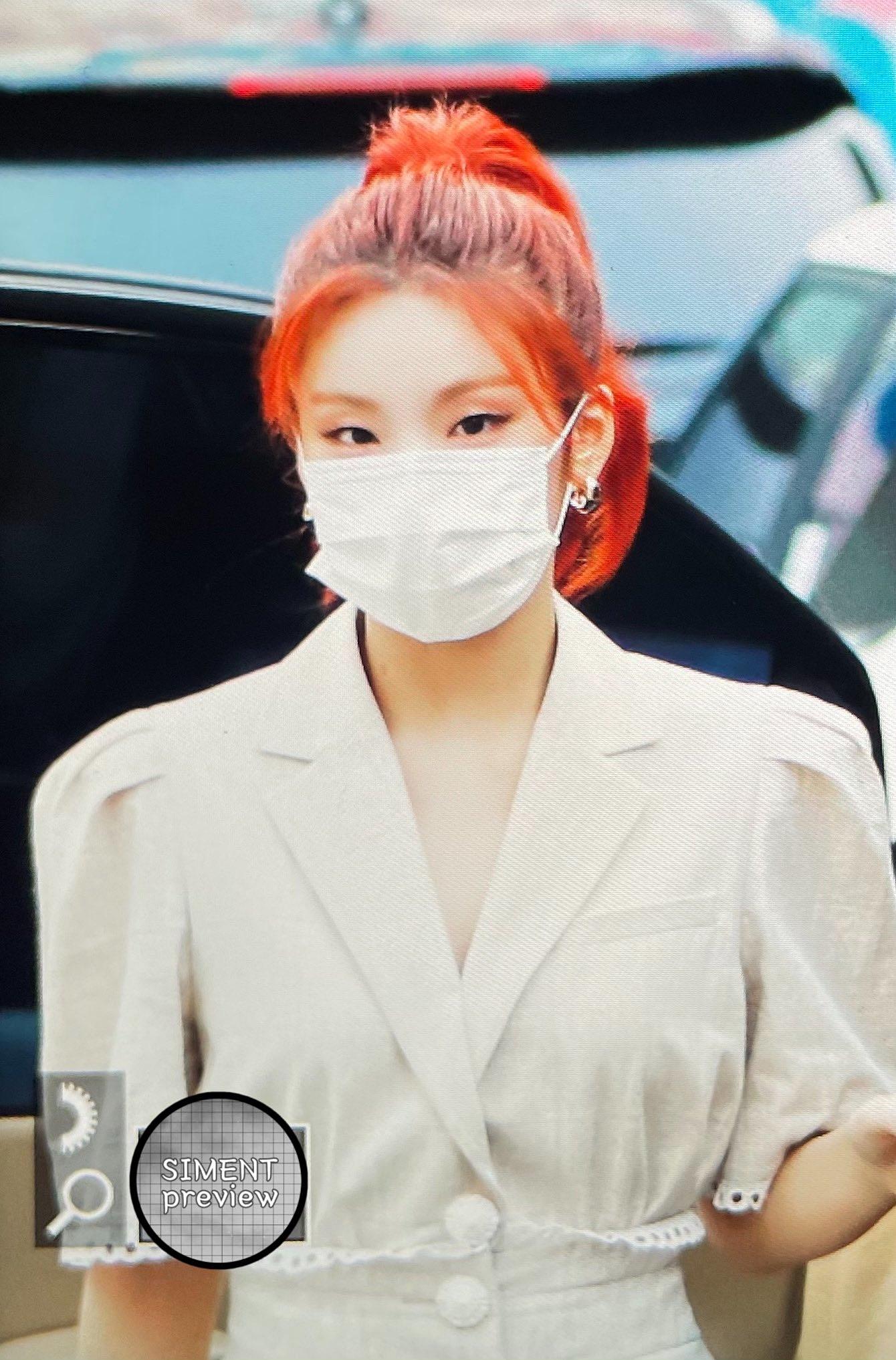 ITZY đi làm: Ryu Jin đỉnh của chóp, Yuna lại bị chê style bà bầu - 18