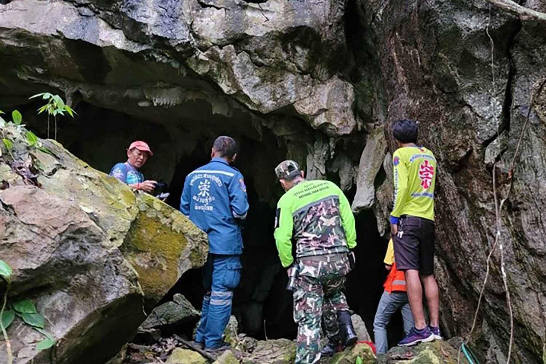 Thái Lan giải cứu nhà sư thiền trong hang ngập nước  - 4