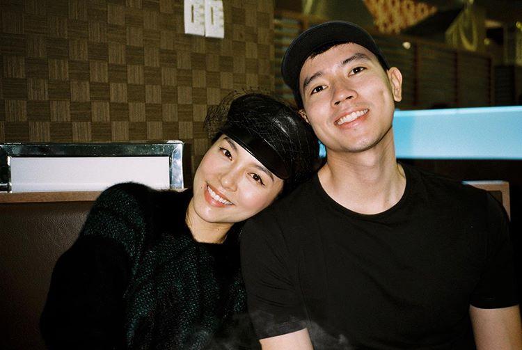 Quang Đạt cũng có tiếng là cưng chiều bạn gái. Điều lãng mạn nhất đó là Quang Đạt sẵn sàng ngồi mấy tiếng đồng hồ để cày phim cùng bạn gái.