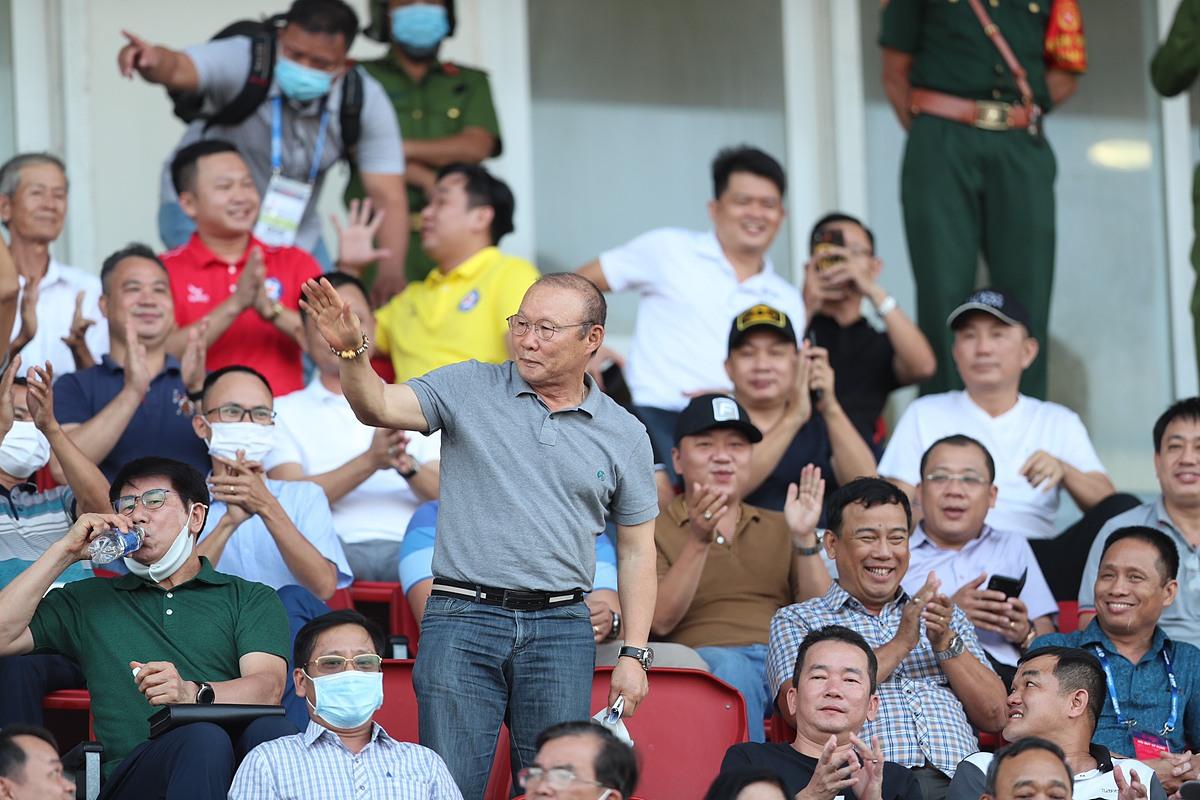 Ngày mai đám hỏi, Xuân Trường vẫn ở Đà Nẵng xem đồng đội thi đấu - 4