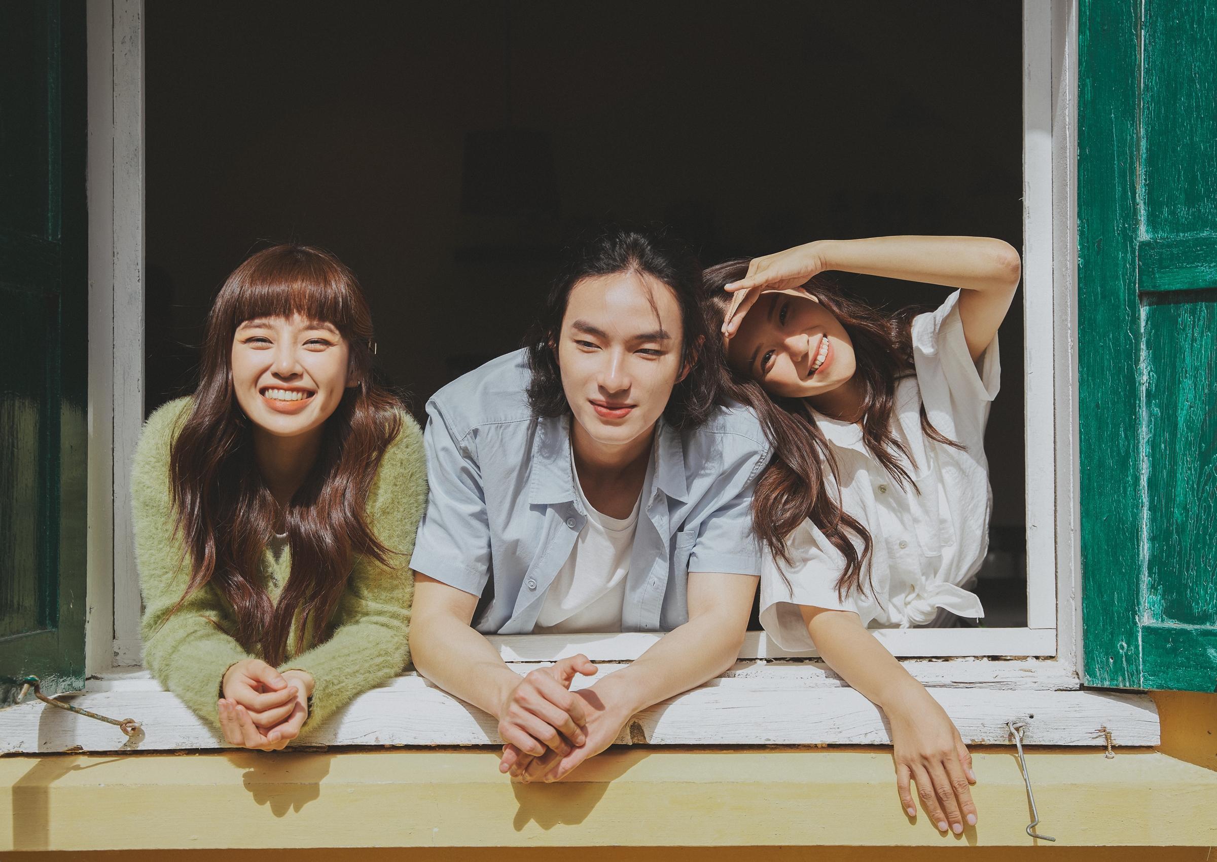 Chuyện ba người trong MV Yêu thầm.