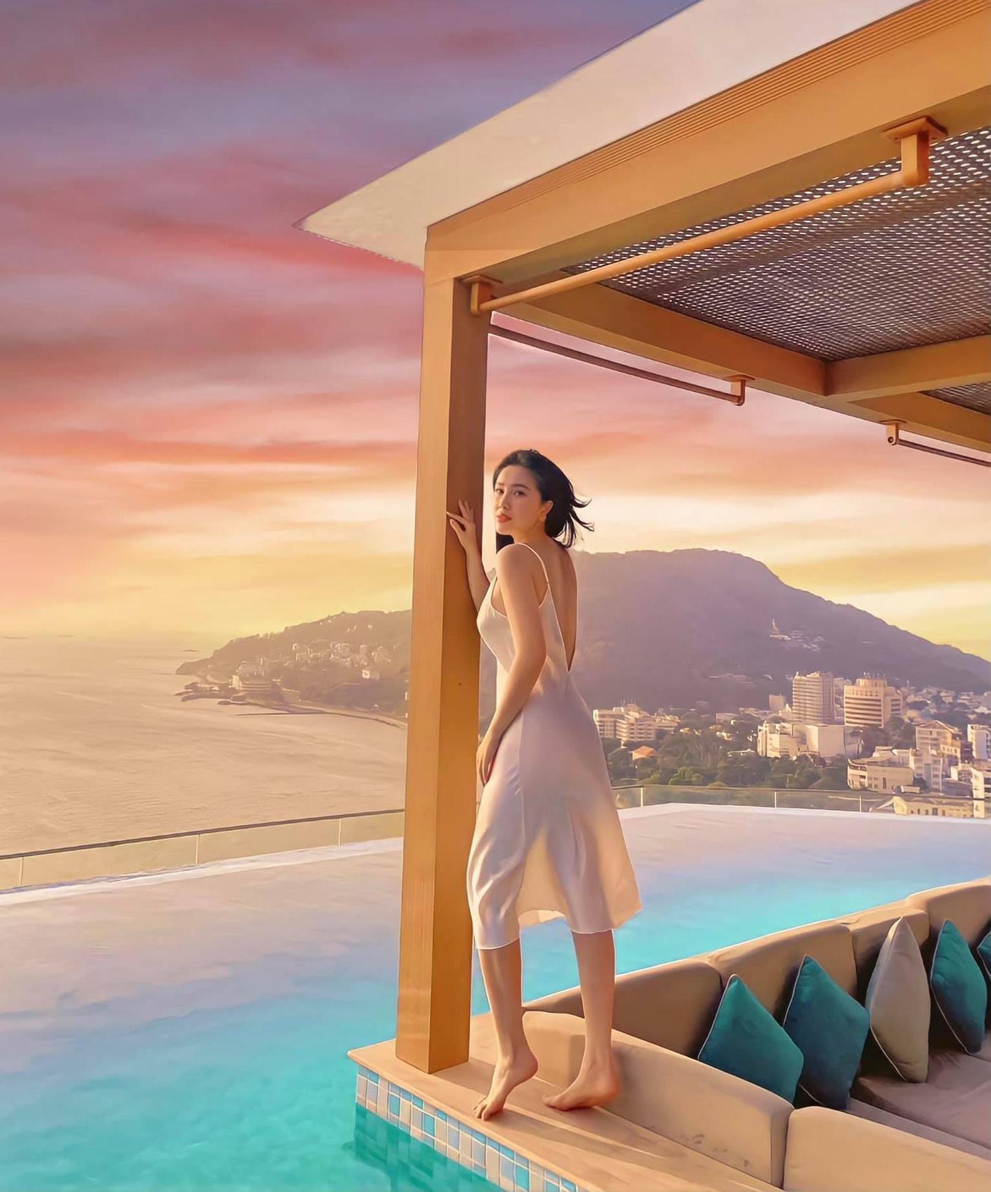 Bảo Thy khoe ảnh đón hoàng hôn ảo diệu trong một resort tại Vũng Tàu.