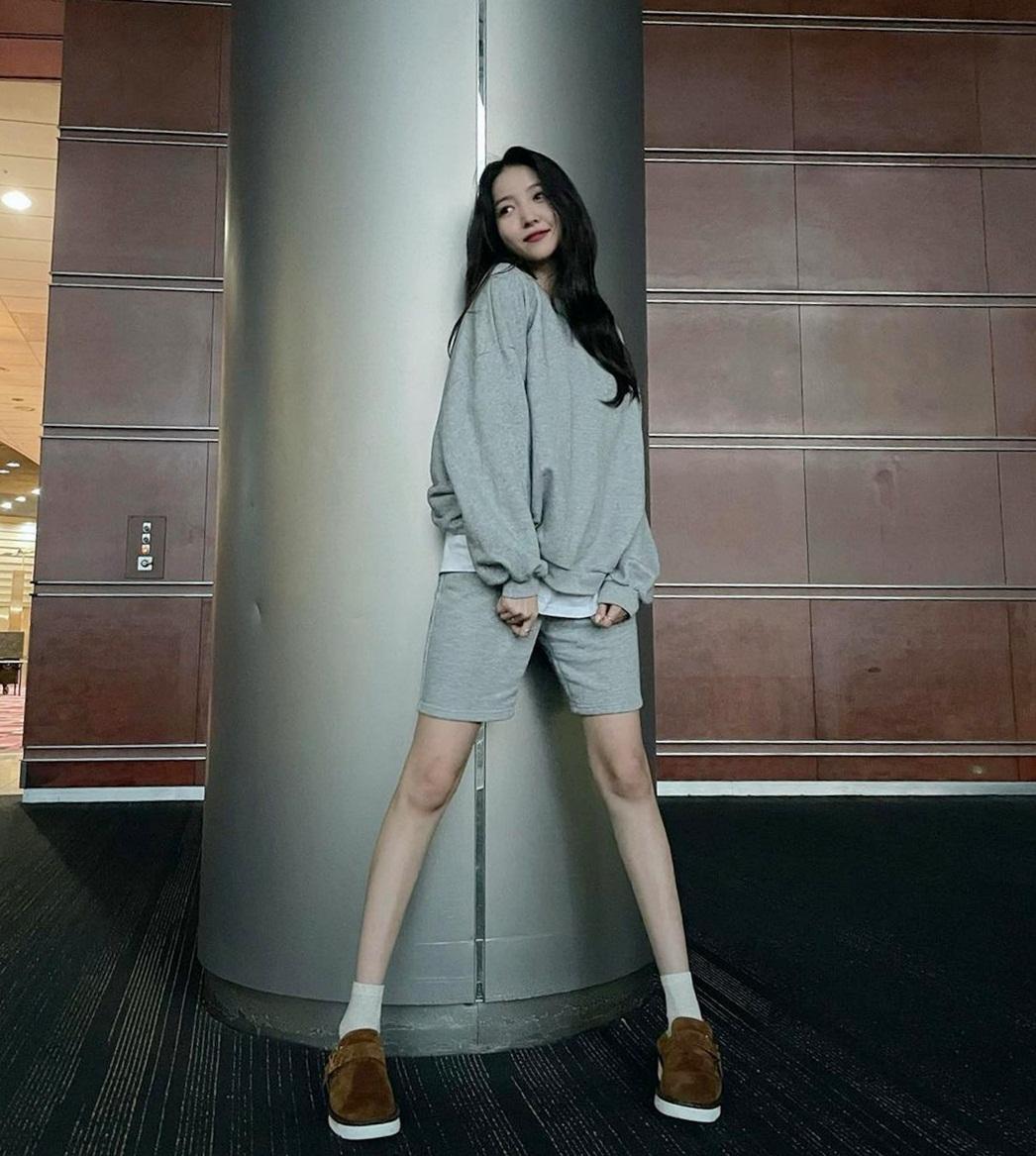 So Won có cặp chân thon nhỏ như người mẫu nhưng hơi thiếu sức sống.