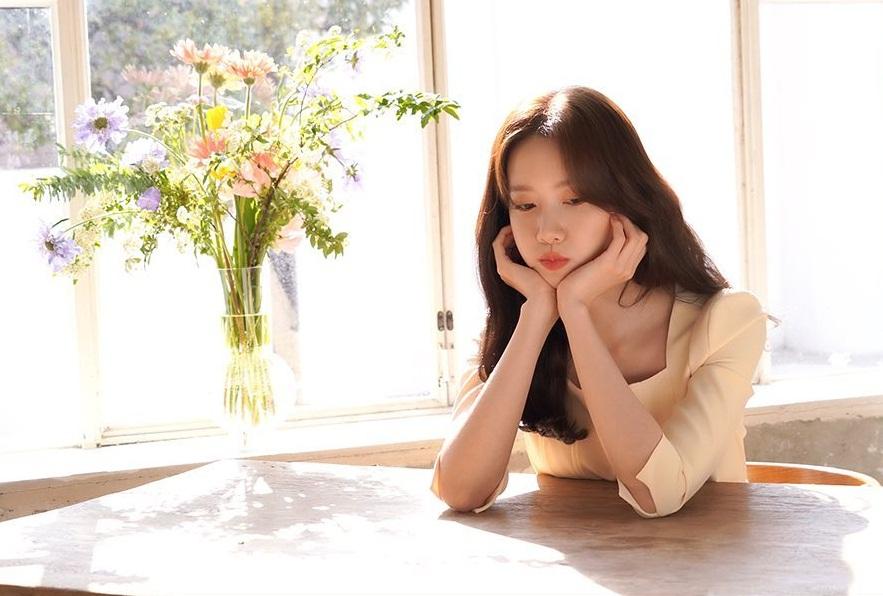 Yoona phồng má dễ thương.