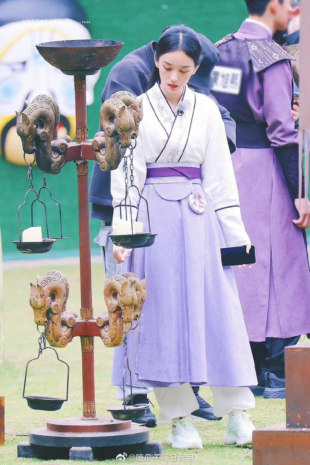 Châu Dã gần đây được yêu thích với vai nữ phụ trong phim Sơn hà lệnh.
