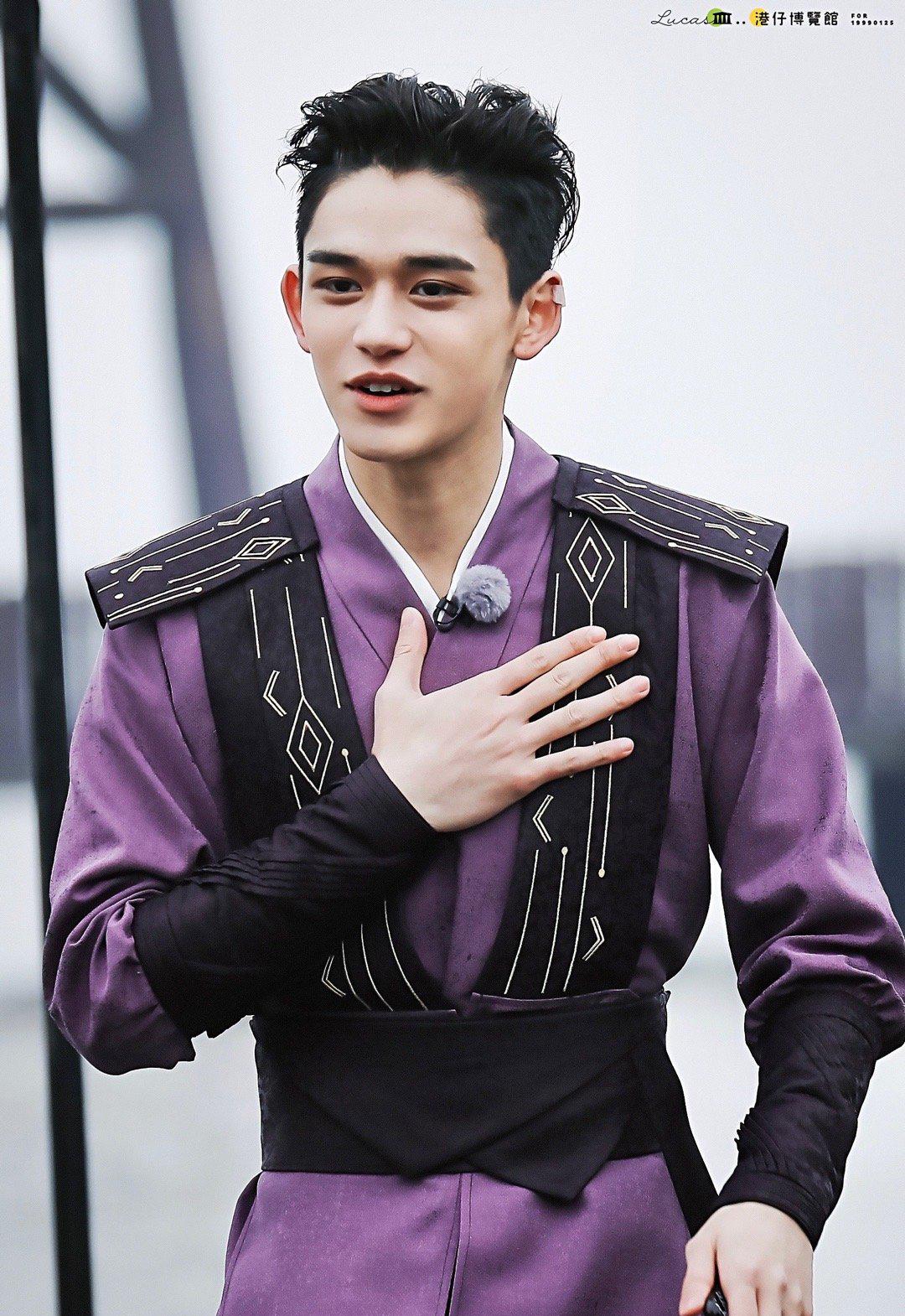 Lucas vừa xác nhận là thành viên chính thức của Running Man phiên bản Trung Quốc. Mỹ nam nhà SM được khen sở hữu thân hình chuẩn như người mẫu, đường nét gương mặt sắc sảo, mạnh mẽ.