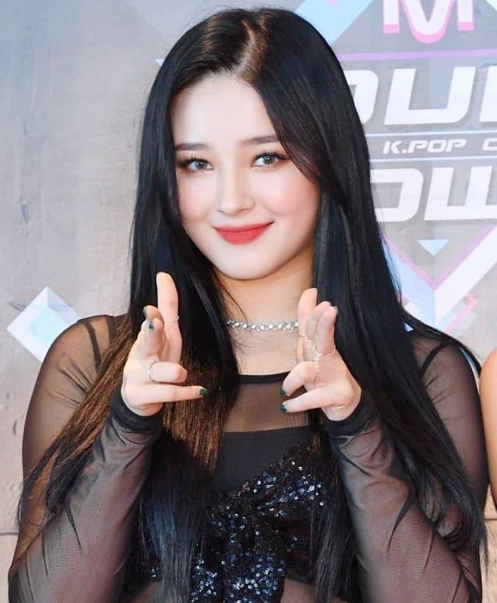 Nữ idol luôn biết cách tăng nhan sắc bằng những kiểu tóc, cách trang điểm phù hợp dung mạo.