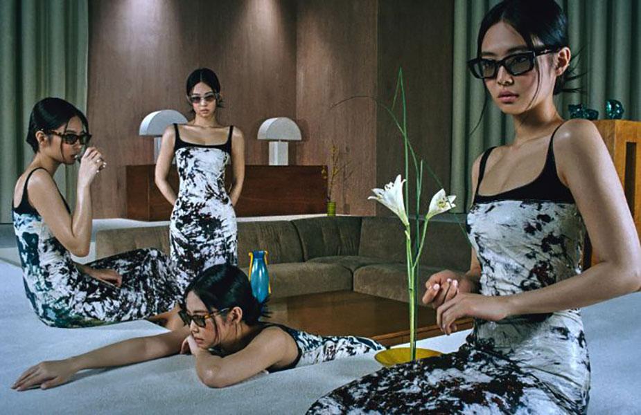 Không thể phủ nhận sức hút của Jennie trong chiến dịch hợp tác cùng Gentle Monster. Nữ idol hàng đầu Kpop và thương hiệu kính mắt nổi tiếng toàn cầu đã có sự hợp tác hoàn hảo, tạo nên những bức hình quảng cáo đúng phong cách nổi loạn, sành điệu của cả hai.