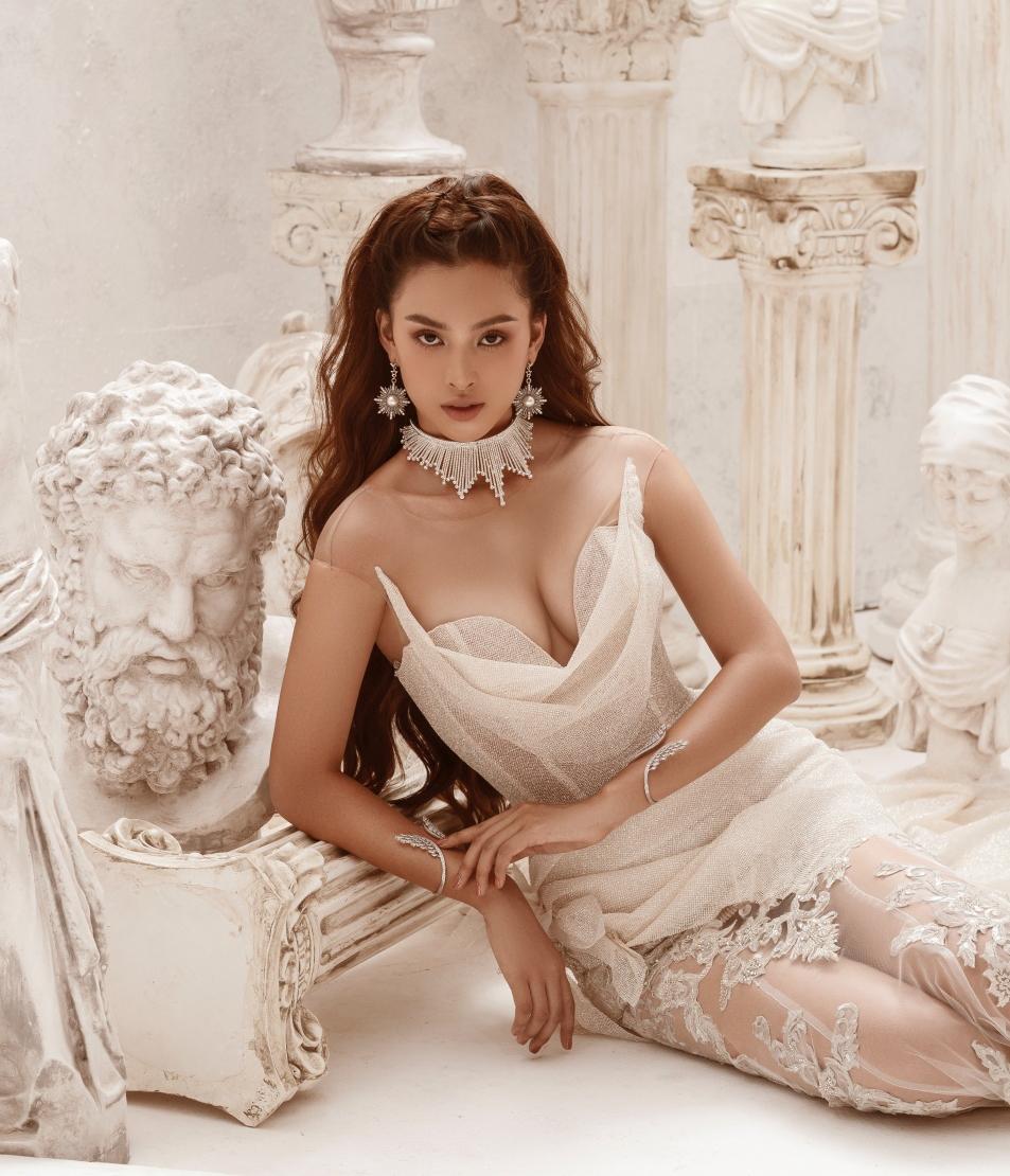 Ở tuổi 21, người đẹp ngày càng chứng minh là một biểu tượng gợi cảm mới của Vbiz.