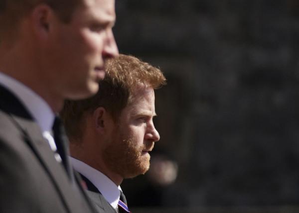 Harry hội ngộ anh trai William trong tang lễ của ông nội.