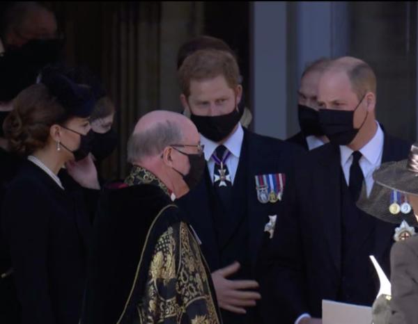 Bộ ba được nhìn thấy đứng cạnh nhau lúc nói chuyện với Tổng giám mục Canterbury.
