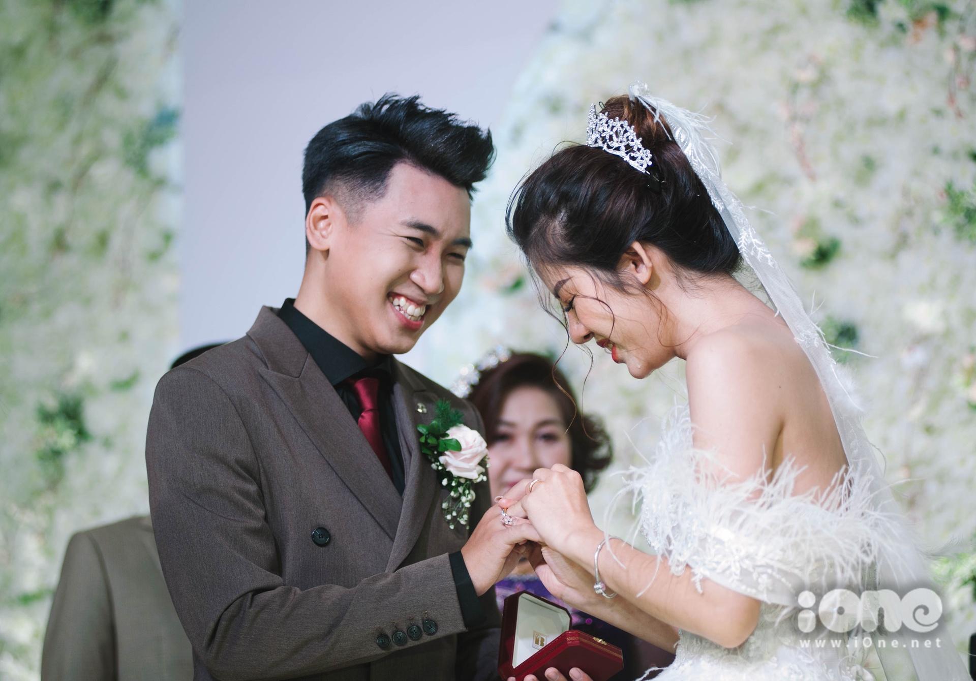 Huy Cung - Mỹ Linh trong ngày cưới.