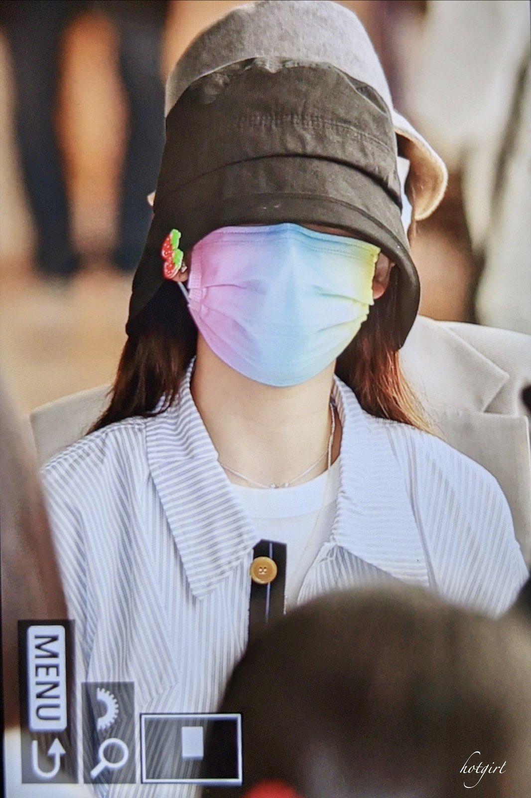 Twice ra sân bay: Sana và Na Yeon gây lú vì không biết ai là ai - 3