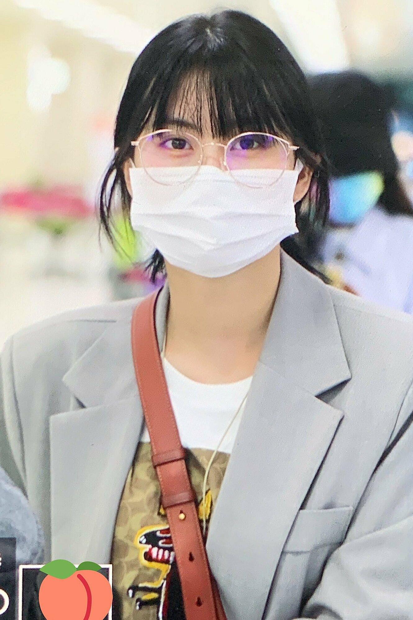 Twice ra sân bay: Sana và Na Yeon gây lú vì không biết ai là ai - 5