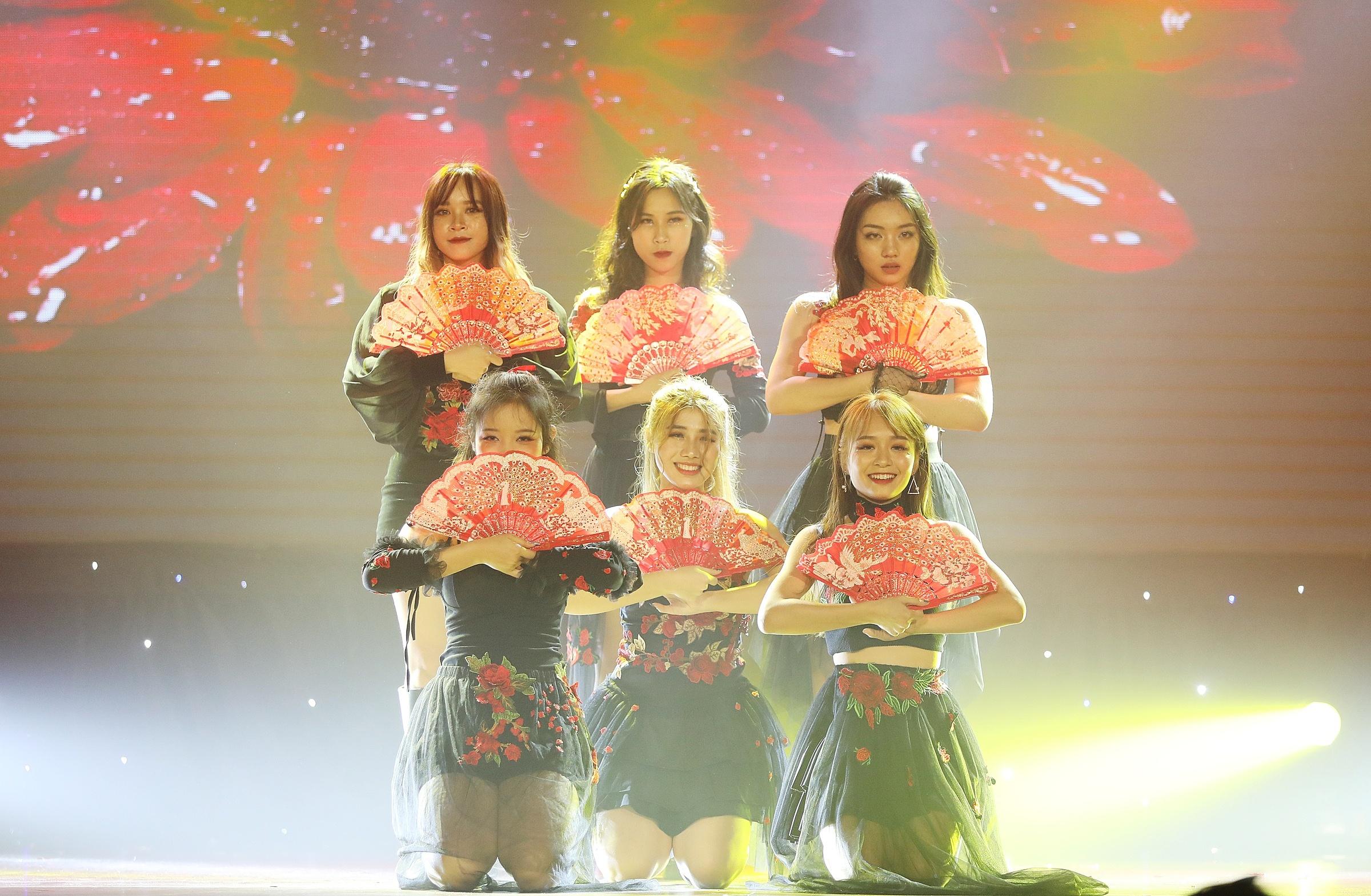 Twinkling (Đại học Kinh tế Đà Nẵng) vượt quãng đường xa vào TP HCM tranh tài. Nhóm thể hiện niềm đam mê vũ đạo và khát khao chiến thắng qua màn cover vũ đạo ca khúc Hwaa hit mới nhất của nhóm nhạc Hàn Quốc (G)I-DLE. Các cô gái được giám khảo lẫn khán giả nhận xét sáng sân khấu, từng điệu nhảy của các thành viên có sự gắn kết.