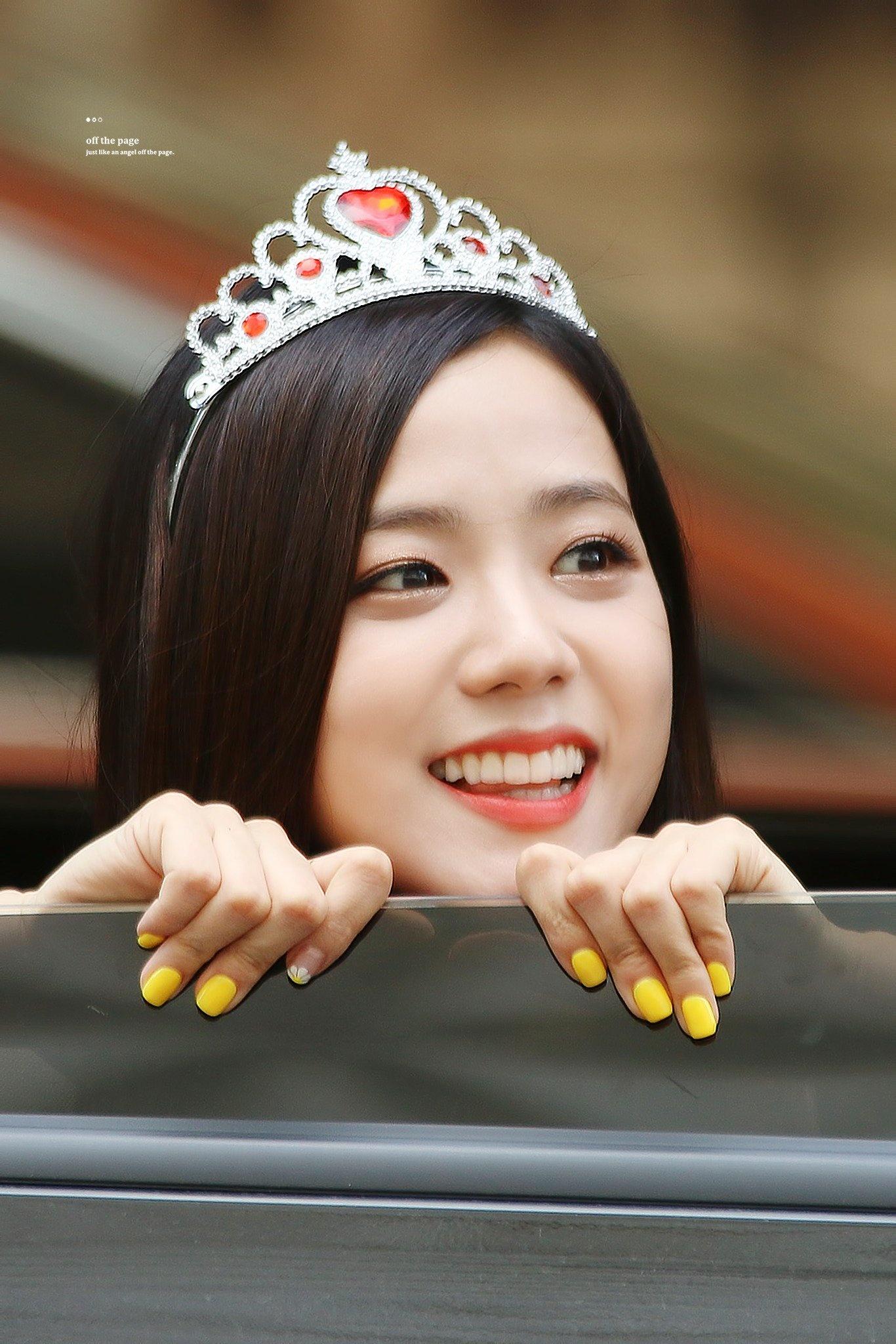Ji Soo bị cộng thêm vài tuổi vì đổi style lông mày sâu róm - 7