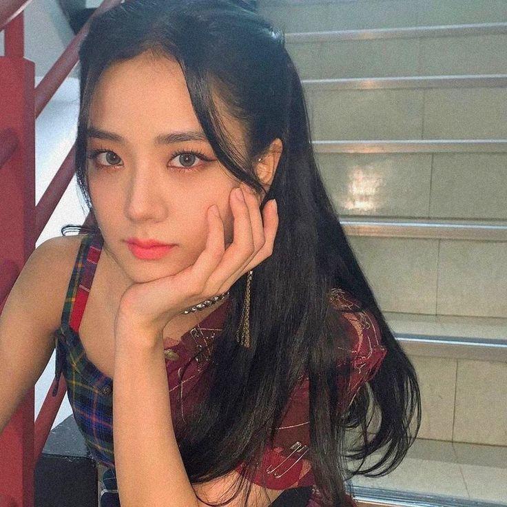 Ji Soo bị cộng thêm vài tuổi vì đổi style lông mày sâu róm - 5