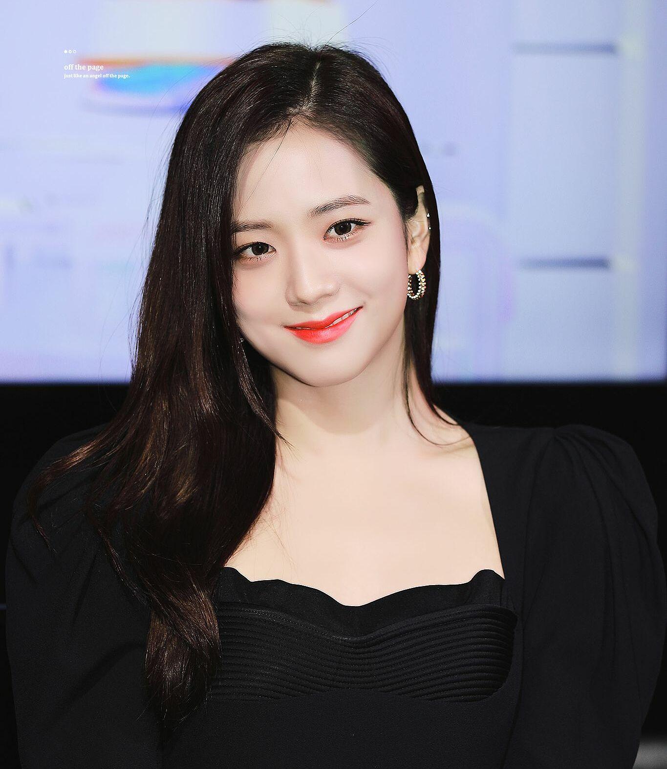 Ji Soo bị cộng thêm vài tuổi vì đổi style lông mày sâu róm - 10