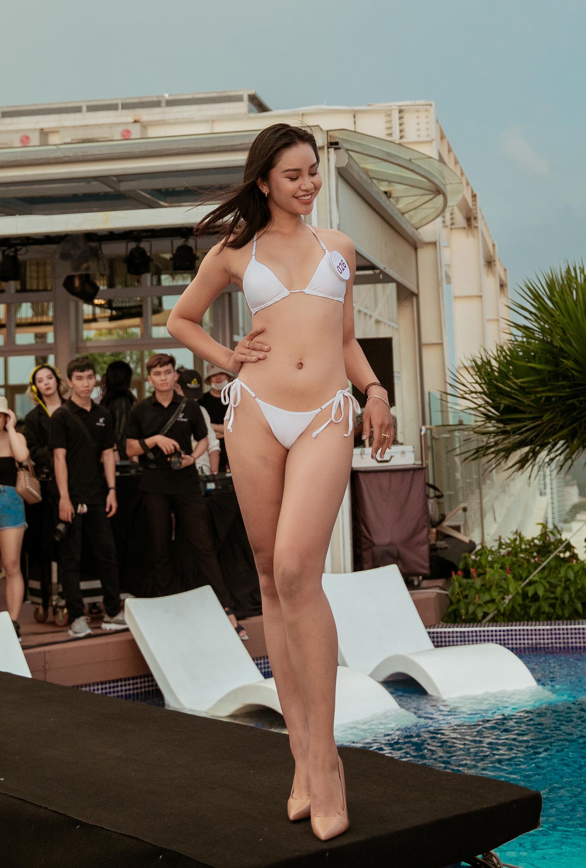Lê Thu Trang được nhiều fan sắc đẹp biết đến vì từng dành cả thanh xuân để thi hoa hậu. Top 10 Hoa hậu Hoàn vũ Việt Nam 2019 có gương mặt xinh đẹp cùng body nóng bỏng.