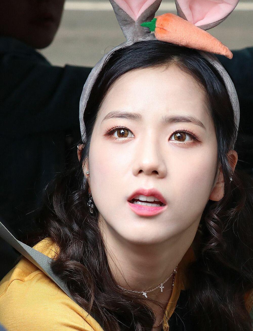 Ji Soo bị cộng thêm vài tuổi vì đổi style lông mày sâu róm - 13