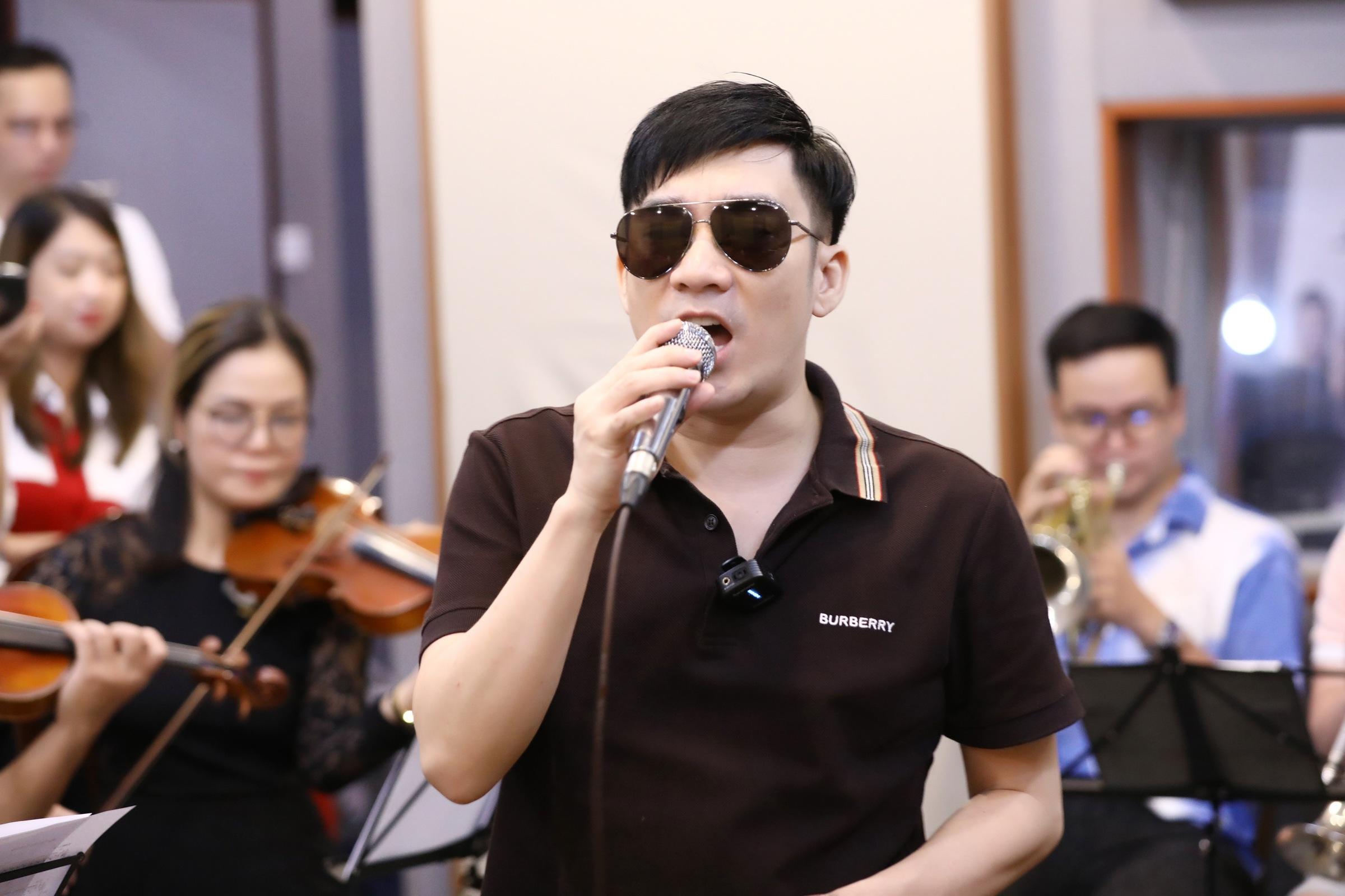Quang Hà tập luyện cho liveshow.